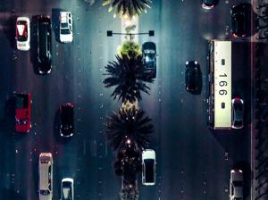 Vista aérea del tráfico con un dron